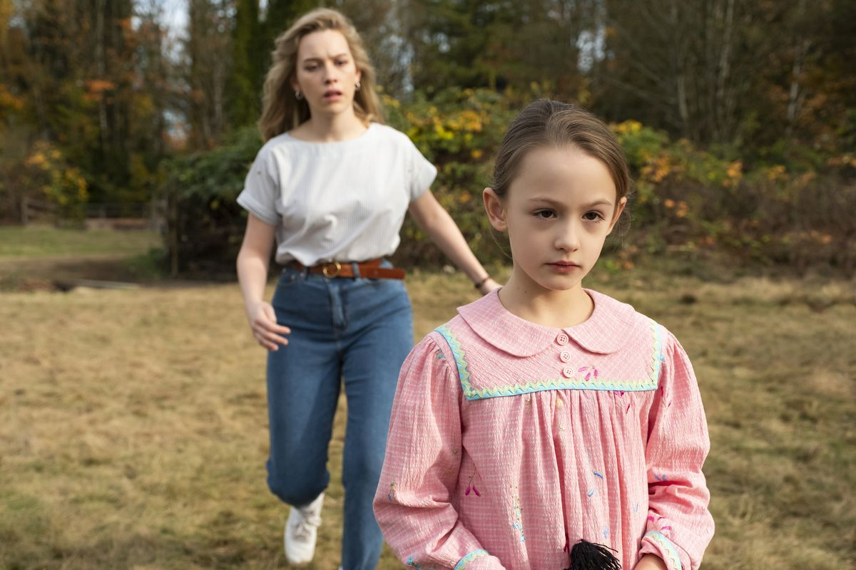 Dani and Flora walk up to the lake in Haunting of Bly Manor
