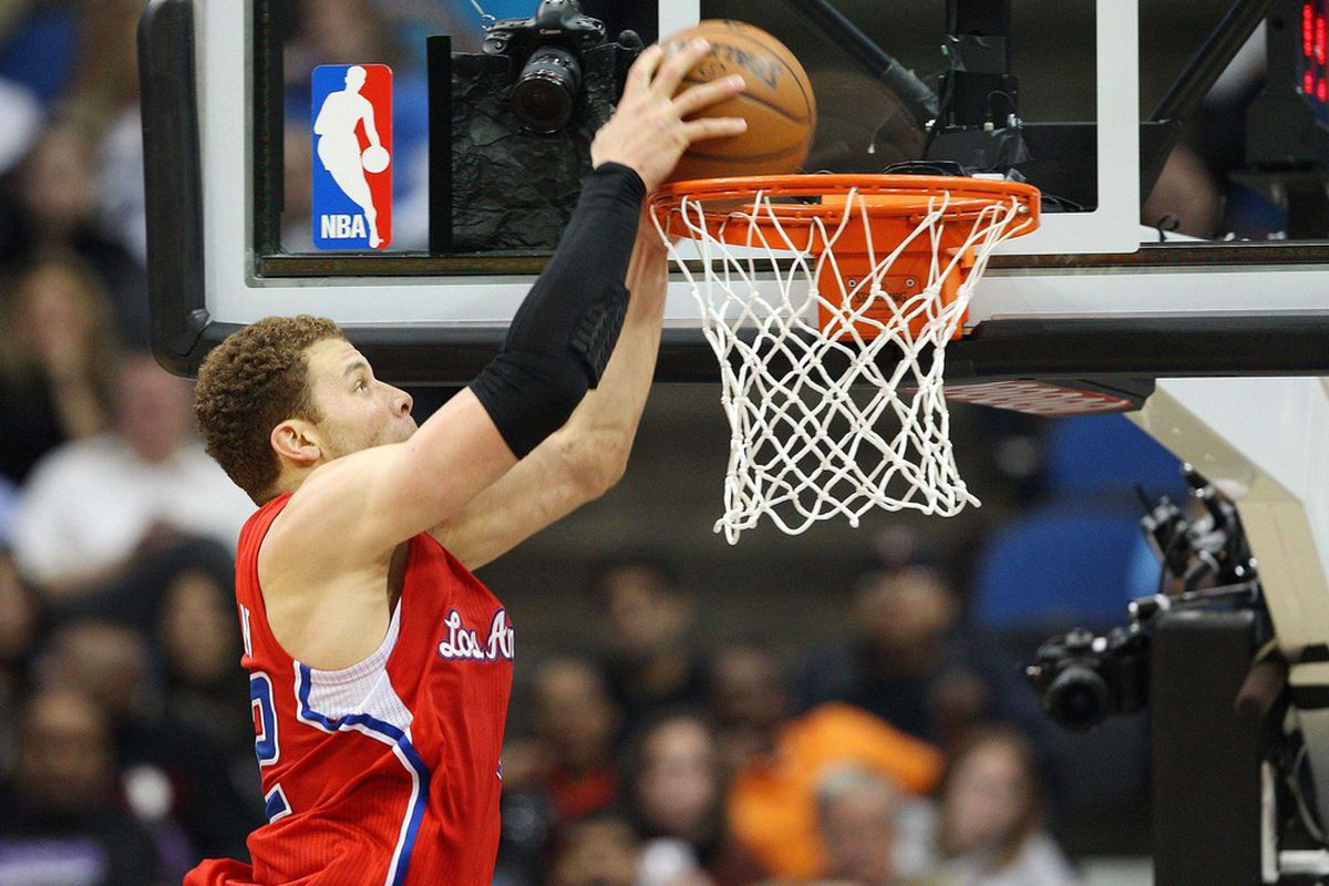 Apr 12, 2012; Minneapolis, MN, USA: Los Angeles Clippers forward Blake Griffin (32) dunks the ball in the second half against the Minnesota Timberwolves at Target Center. The Clippers won 95-82. Mandatory Credit: Jesse Johnson-US PRESSWIRE