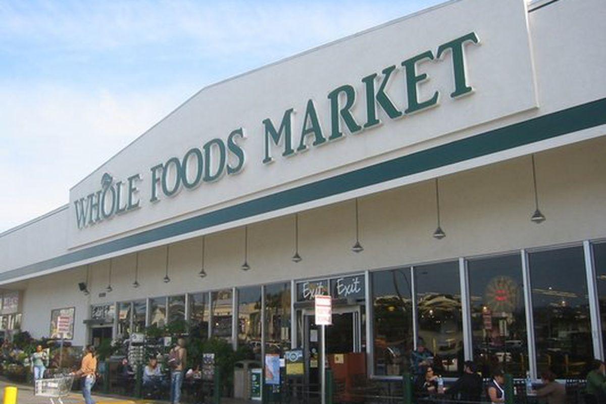 """Whole Foods on West 3rd St. Photo via <a href=""""http://www.yelp.com/biz_photos/whole-foods-market-los-angeles-2?select=FhVYW1VRh_9c3eqnWZaFTw#FhVYW1VRh_9c3eqnWZaFTw"""">Yelp</a>"""