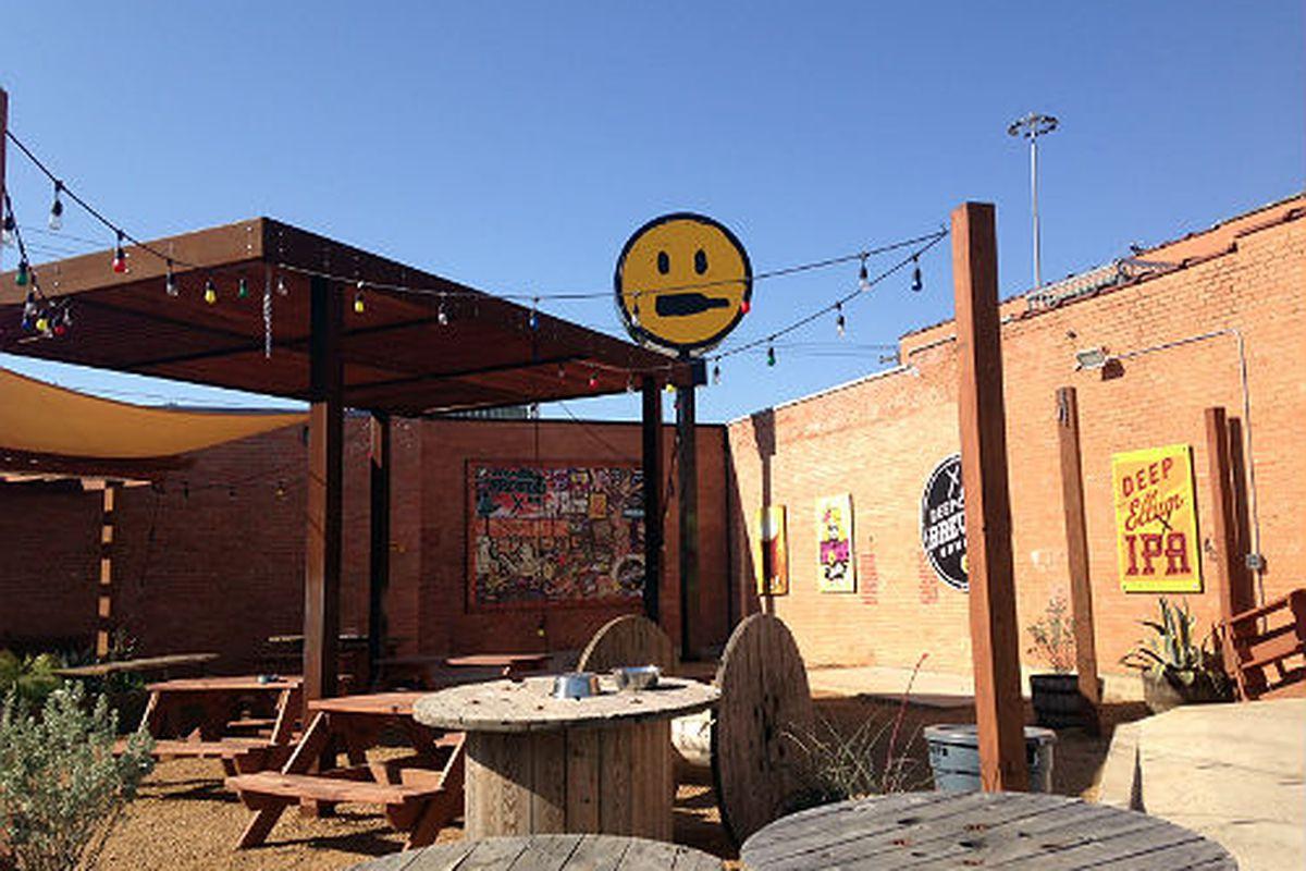 The patio at Deep Ellum Brewing Co.