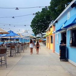 A slew of eateries cuts between the adult-oriented LandShark Landing and the kid-centric part of the park.