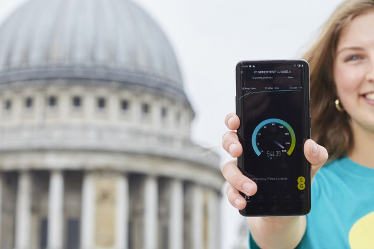 68d2d3345d2977 EE will beat Vodafone with launch of UK's first 5G network on May 30th