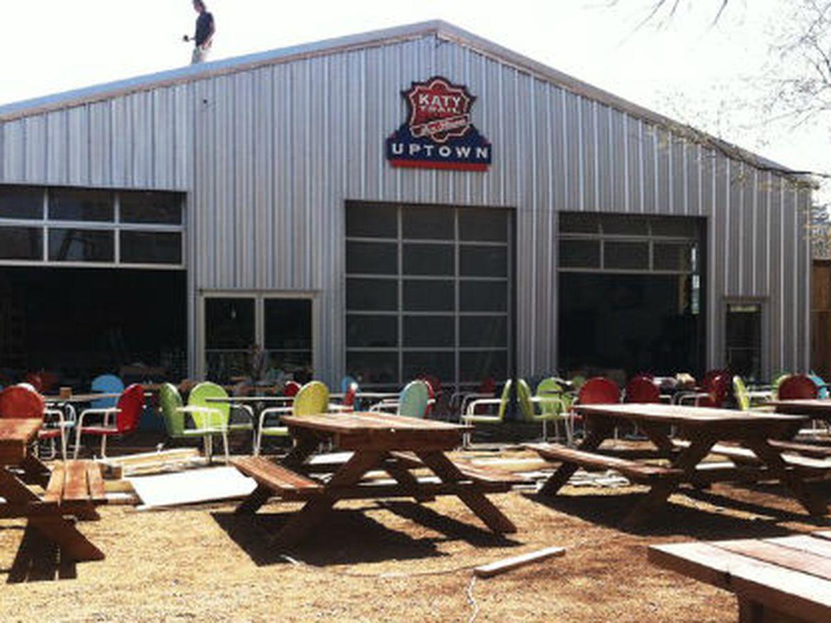 Katy Trail Ice House: where joggers go to eat chili.