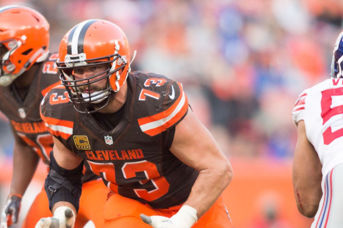 342d91352 Joe Thomas is probably the 1st NFL player with 10,000 consecutive snaps.  That's unreal.