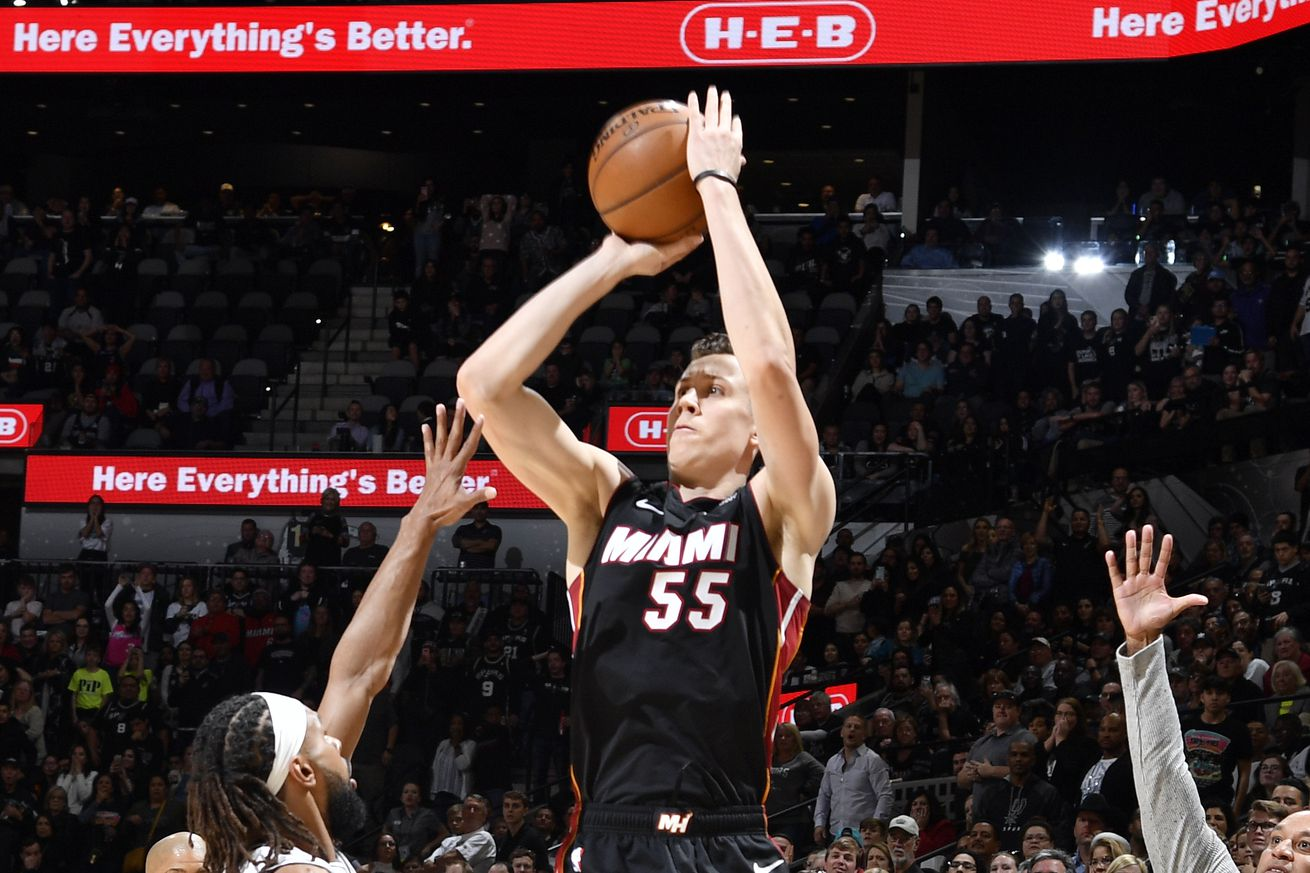 Spurs edge Heat in nail-biter, 107-102