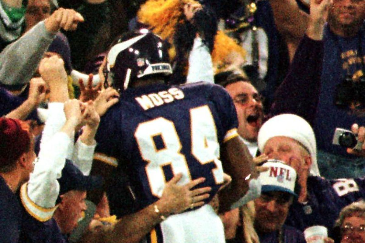 Minnesota Vikings Randy Moss celebrates with the c