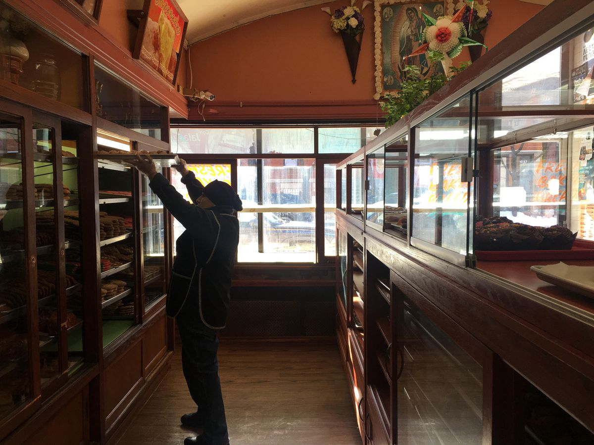 A worker at Panaderia Nuevo Leon moving a tray of sweet bread. | Carlos Ballesteros/Sun-Times