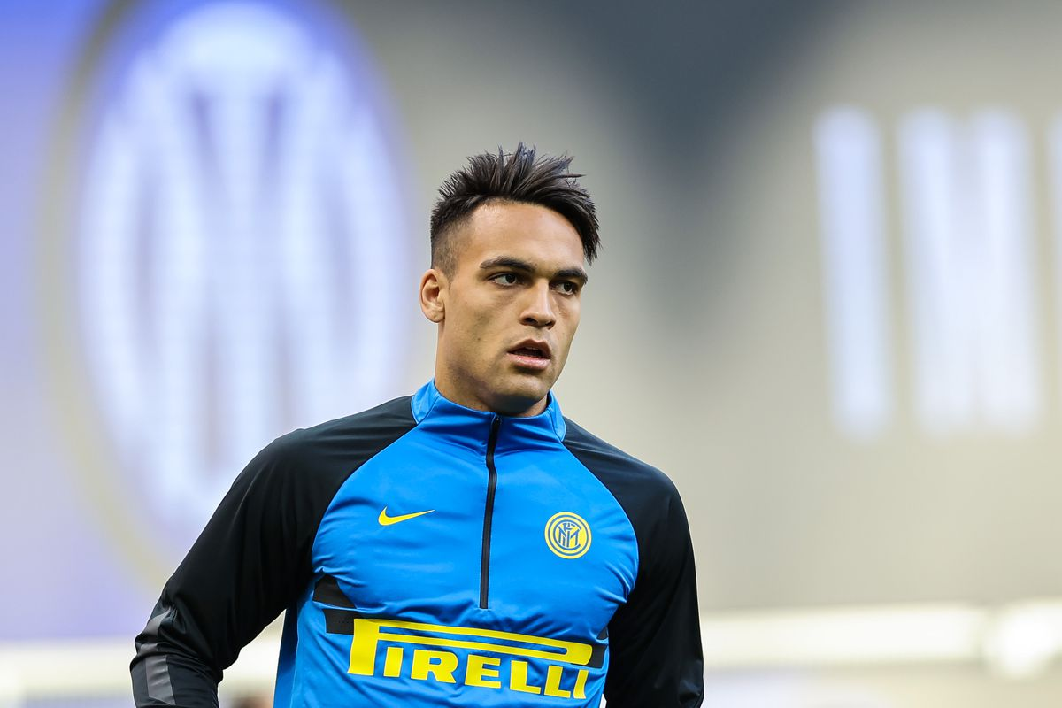 Lautaro Martínez of FC Internazionale warms up before the...