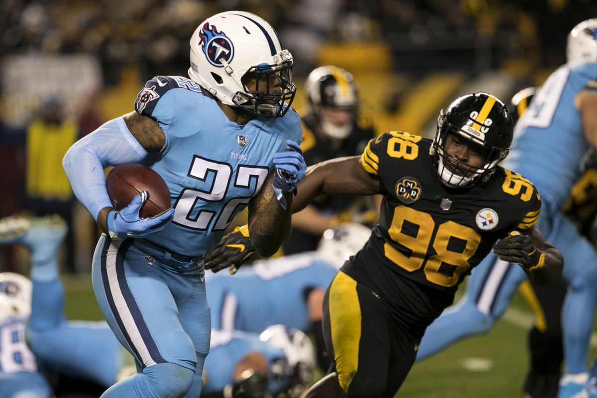 Tennessee Titans Running Back Derrick Henr runs with the ball during the game between the Tennessee Titans and the Pittsburgh Steelers on November 16, 2017 at Heinz Field in Pittsburgh, Pa.