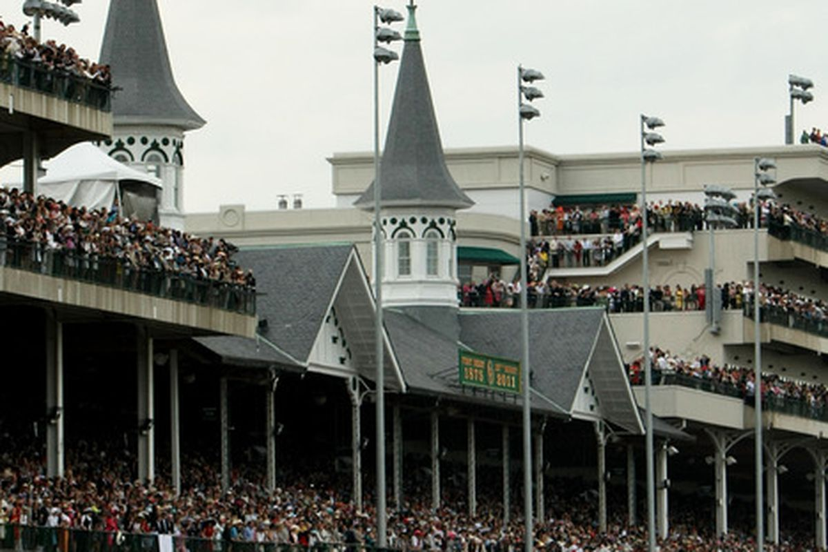 LOUISVILLE, KY - MAY 07:  The field rounds turn one during the 137th Kentucky Derby at Churchill Downs on May 7, 2011 in Louisville, Kentucky.  (Photo by Al Bello/Getty Images)