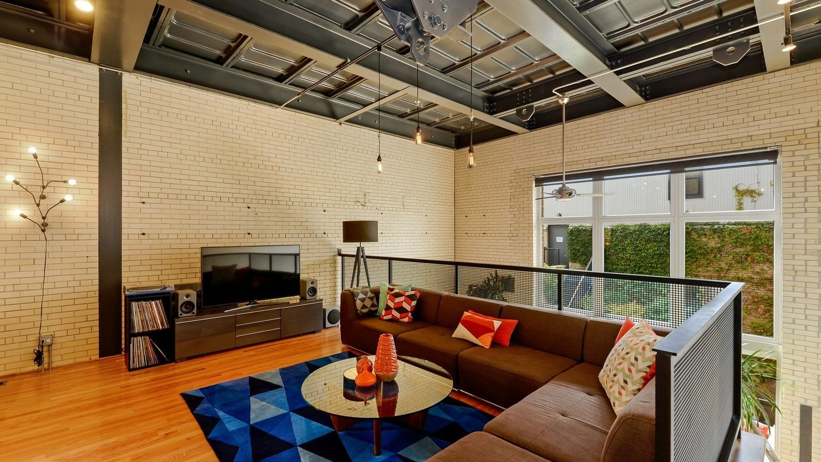 Edgewater Two Bedroom Condo In A Converted Substation Lists For 375k Curbed Chicago
