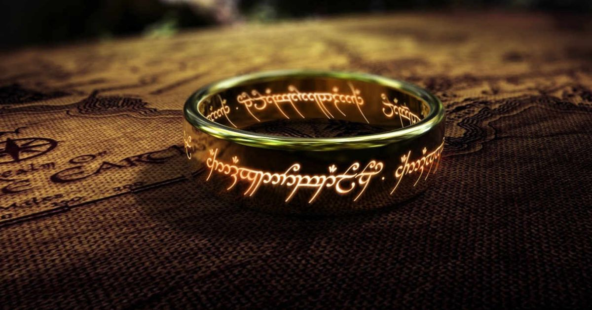Jurassic World: Fallen Kingdom's J.A. Bayona will direct Amazon's Lord of the Rings show