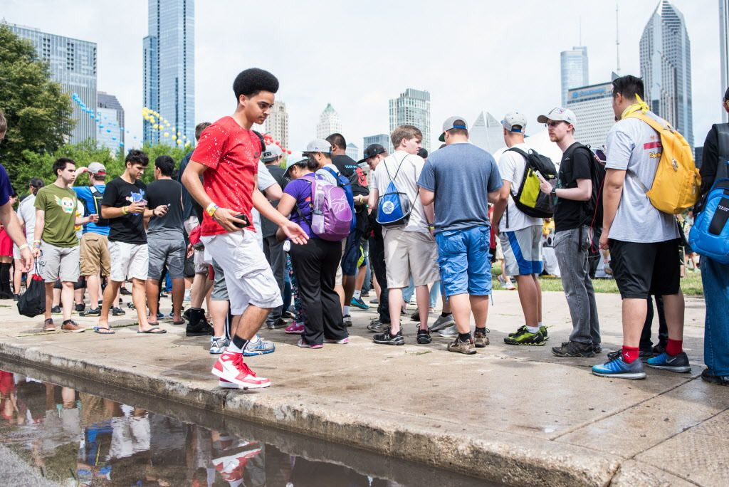 Pokémon Go players in line for trainer-level badges. | Max Herman/Sun-Times