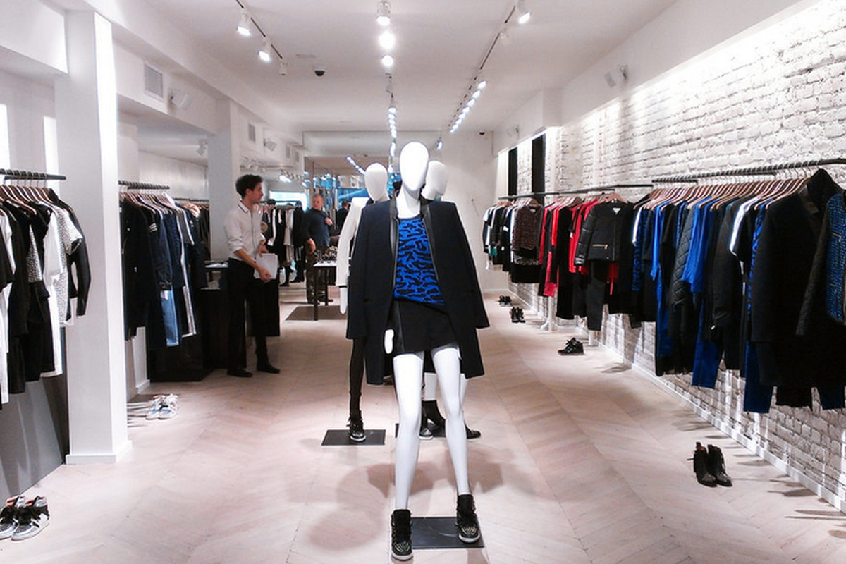 """New York's Sandro shop on Spring Street via <a href=""""http://ny.racked.com/archives/2013/01/18/inside_sandros_new_super_chic_store_on_spring_street.php#50f97432f92ea1777f002b59"""">Racked NY</a>"""