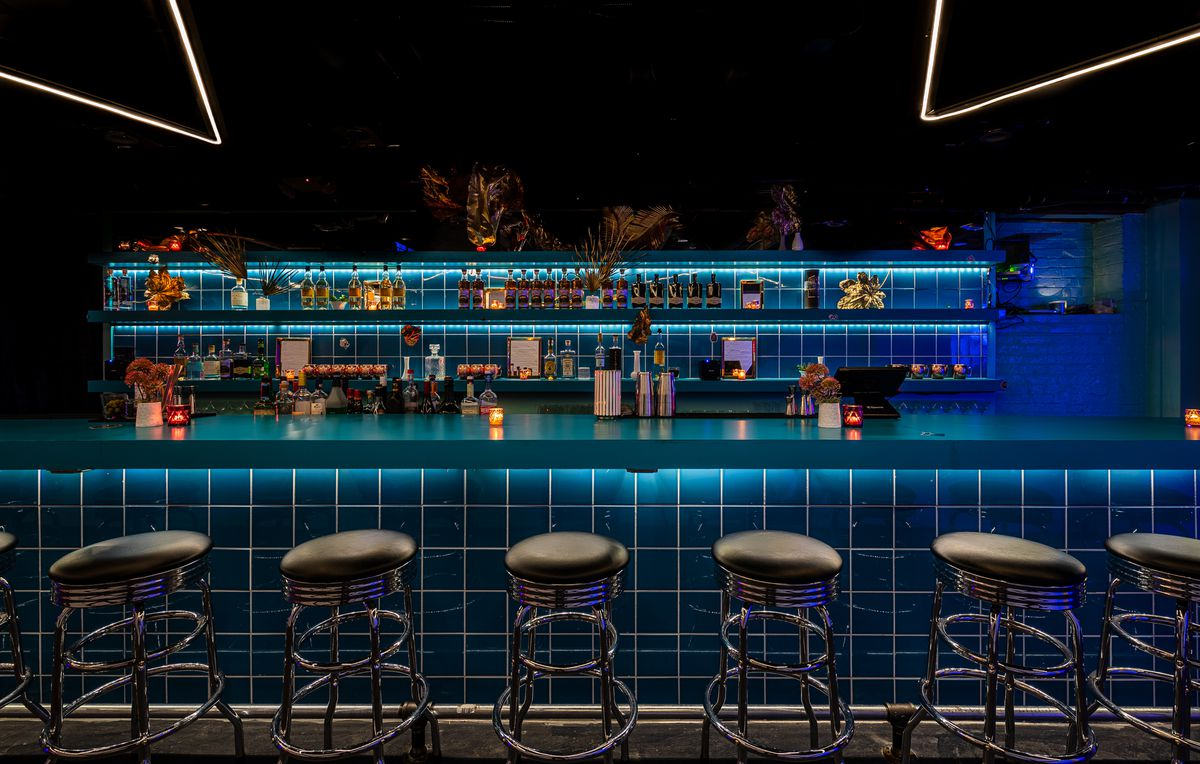 Never Looked Better's geometric bar is all about squares, circles, and straight lines.