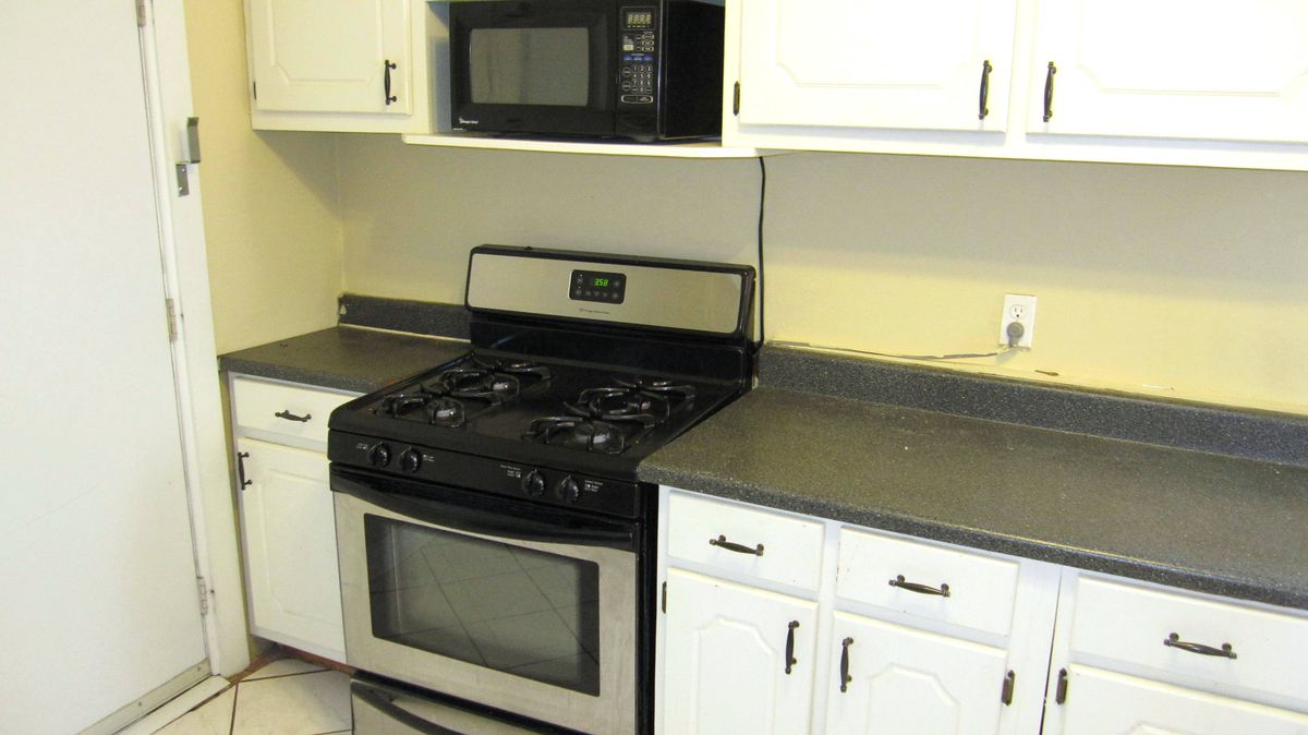 Lighting Basement Washroom Stairs: Chicago Three-bedroom Apartments Renting For $1,500 Or