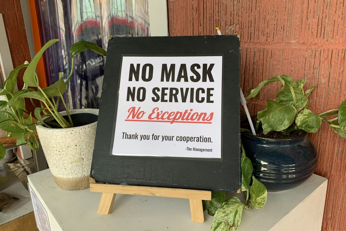 The mask signage at Brew & Brew