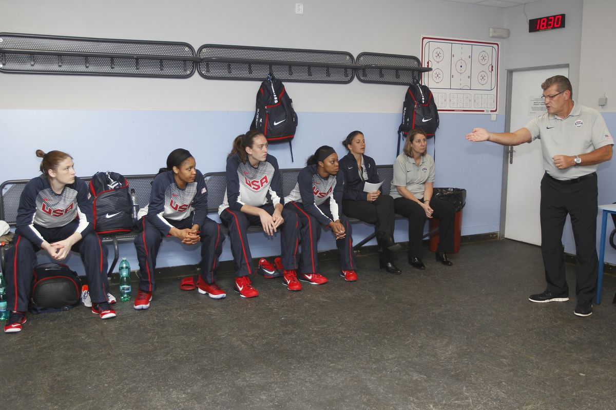 Geno Auriemma gives instructions before Team USA's dominant win over the Czech Republic.