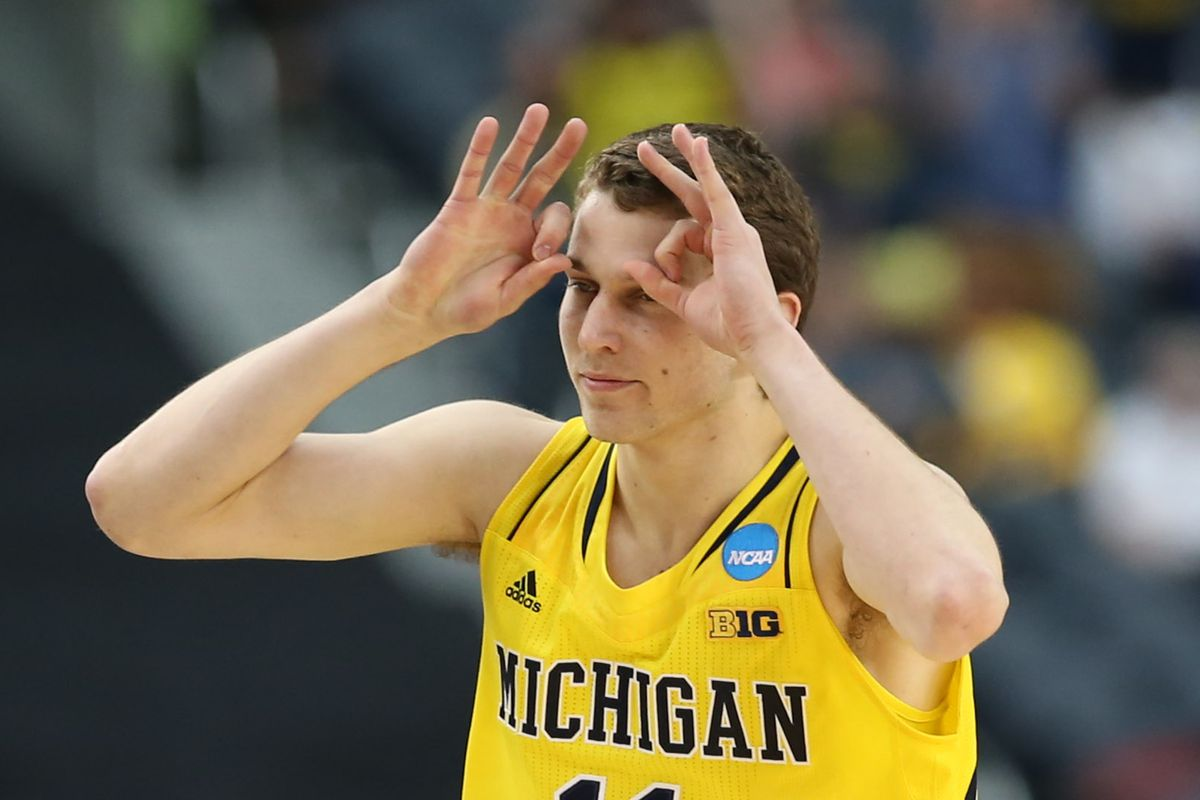 Nik Stauskas puts on another backyard shooting display in a YouTube video and is challenged ...