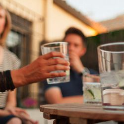 """<a href=""""http://eater.com/archives/2012/11/27/gin-tonic-spain-primer-november-2012.php"""">Inside Spain's Crazed Thirst For the Classic Gin Tonic</a>"""