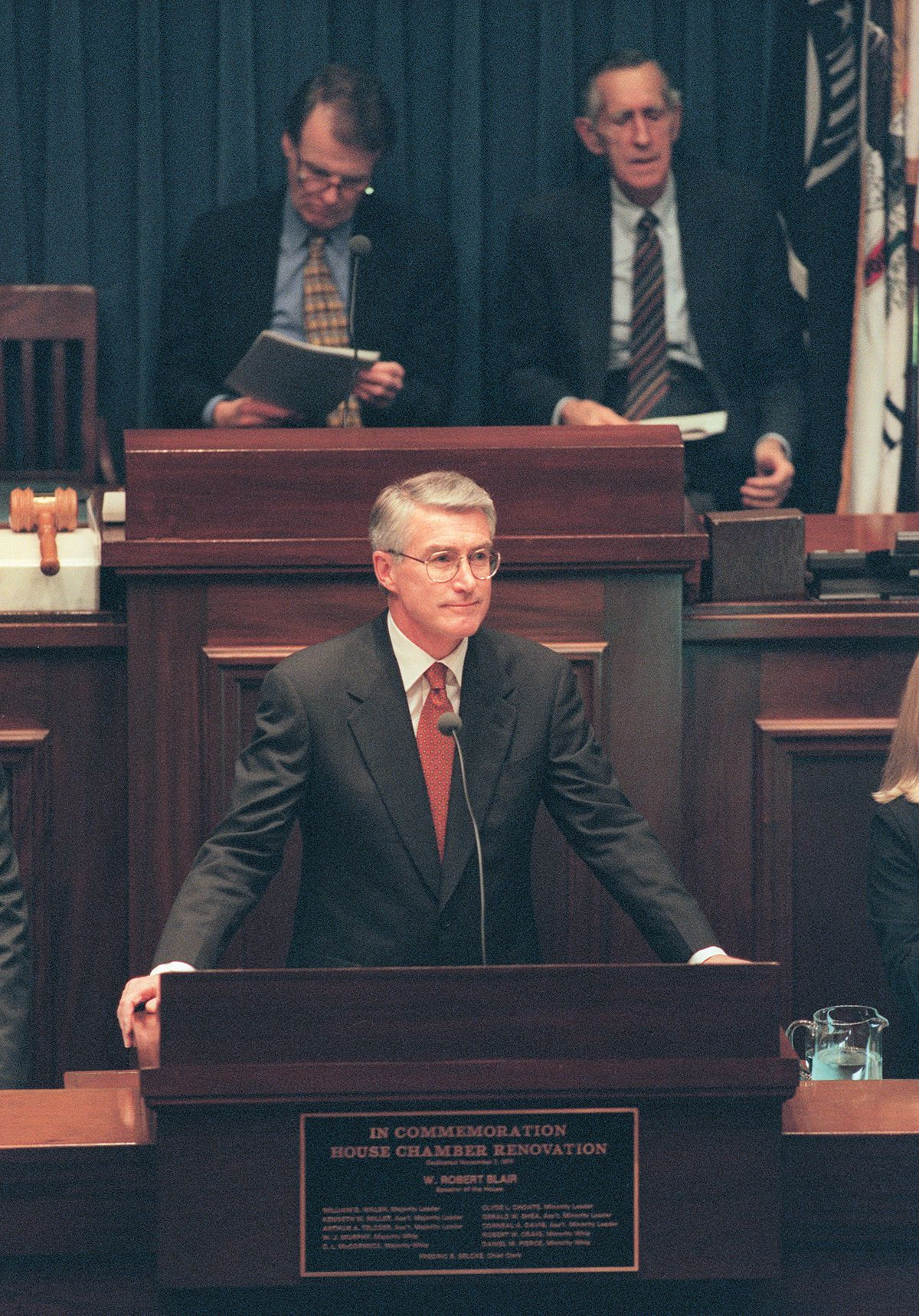 Then-Gov. Jim Edgar delivers his 1995 State of the State address at the Illinois State Capitol, in front of then-House Speaker Michael Madigan (left).