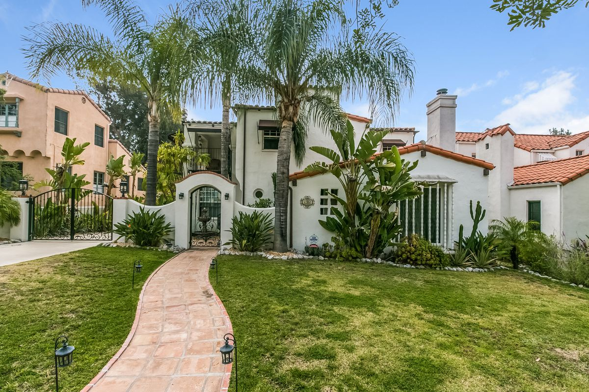 Charming 1930s spanish style house in glendale seeks 1 for Spanish style homes for sale