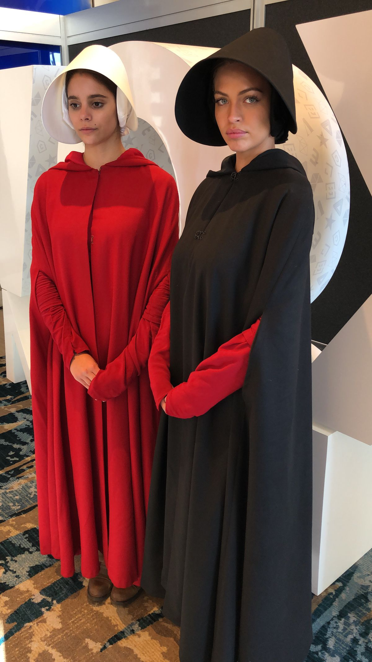 "Two women wear ""The Handmaid's Tale"" costumes"