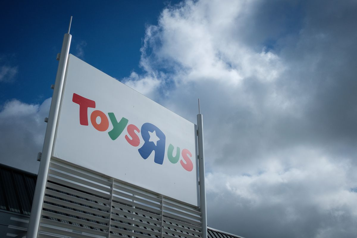 Toys R Us Is Reportedly Shutting Down Its Us Stores The Verge