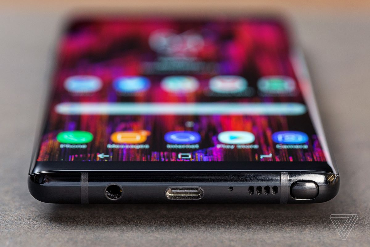 Samsung Galaxy Note 8 Review One For The Fans Verge S3 Headphone Jack Diagram On Iphone 4 Wiring Whats Most Interesting Is How Much Bigger Feels Compared To Almost As Large S8 Plus Notes 63 Inch Screen Only Scantly