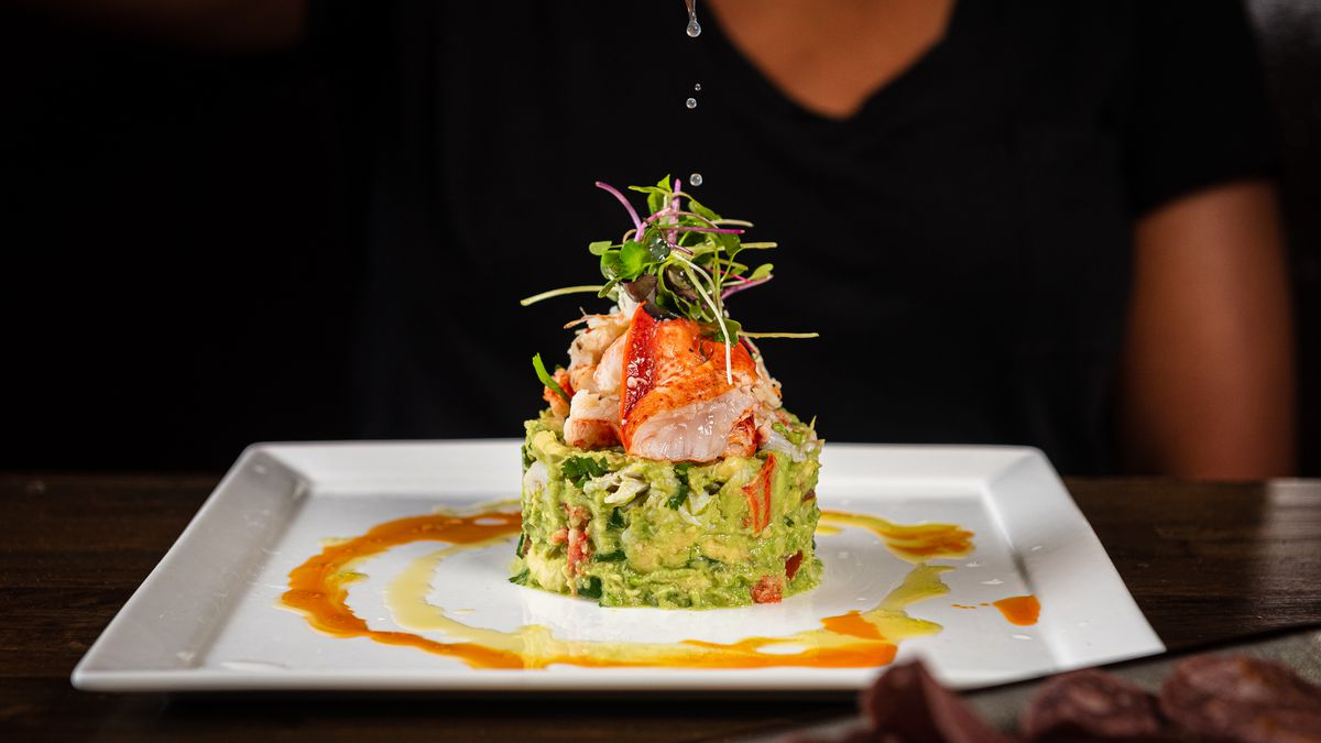A ring of guacamole is topped with lobster and crab at Anafre