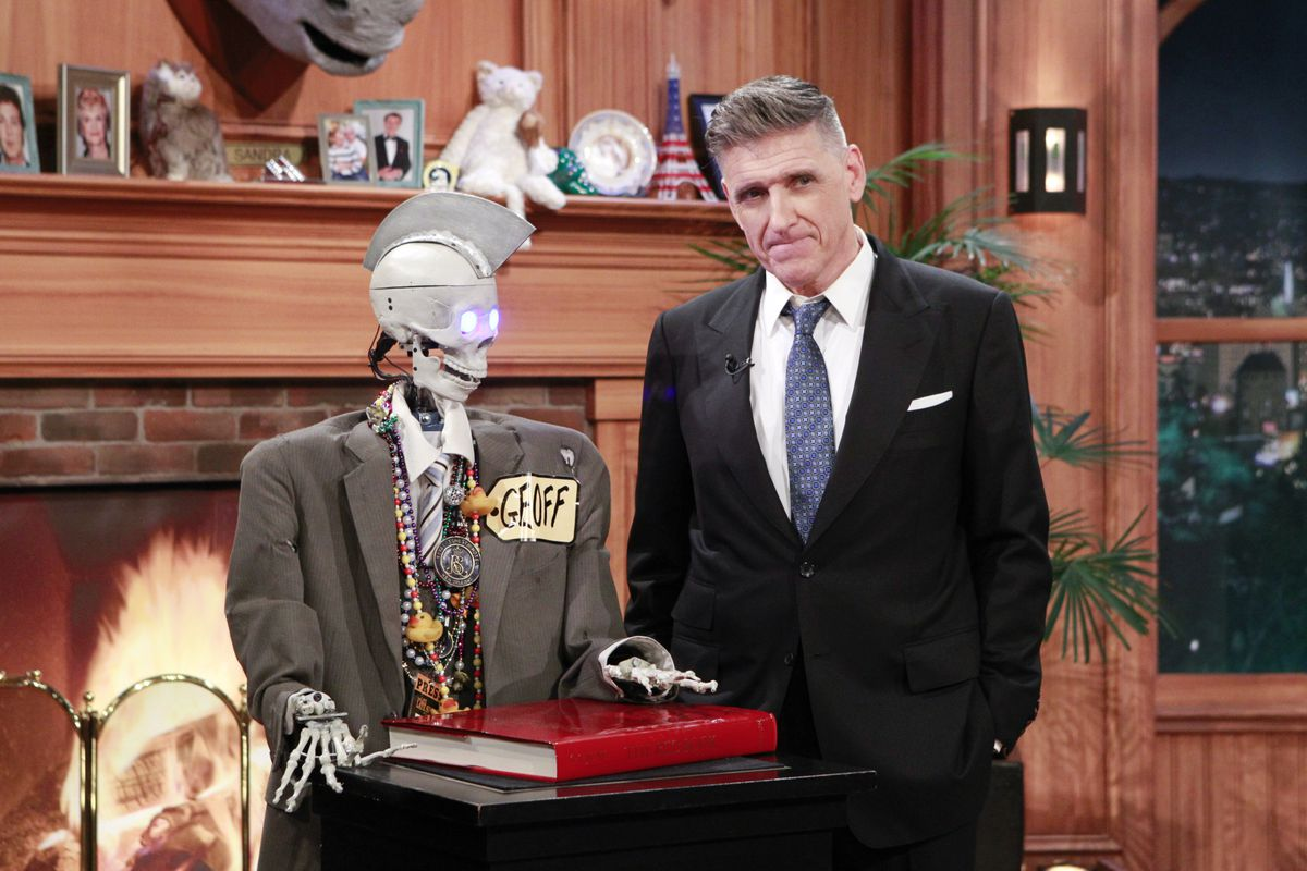 Craig Ferguson hangs out with his robot sidekick Geoff Peterson on the next-to-last show to ever air.