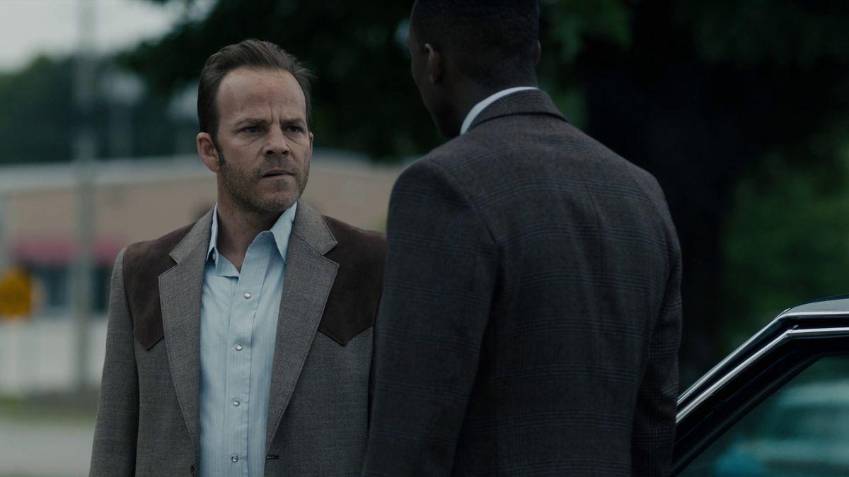 True Detective season 3 episode 7 Roland and Wayne smoking