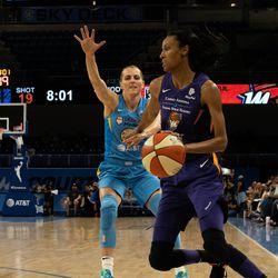 Allie Quigley guarding DeWanna Bonner.