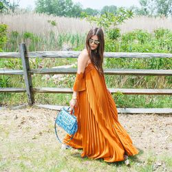 The only problem with Paola Alberdi's stunning dress?