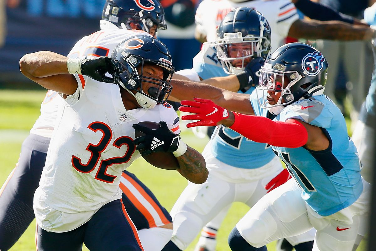 David Montgomery #32 of the Chicago Bears carries the ball during the second quarter against the Tennessee Titans at Nissan Stadium on November 08, 2020 in Nashville, Tennessee.