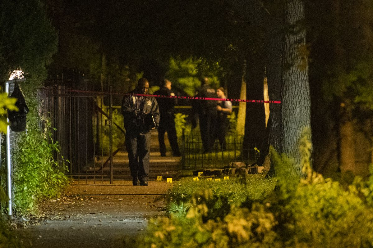Police investigate a fatal shooting Sunday night in the 5700 block of South Sangamon. | Tyler LaRiviere/Sun-Times