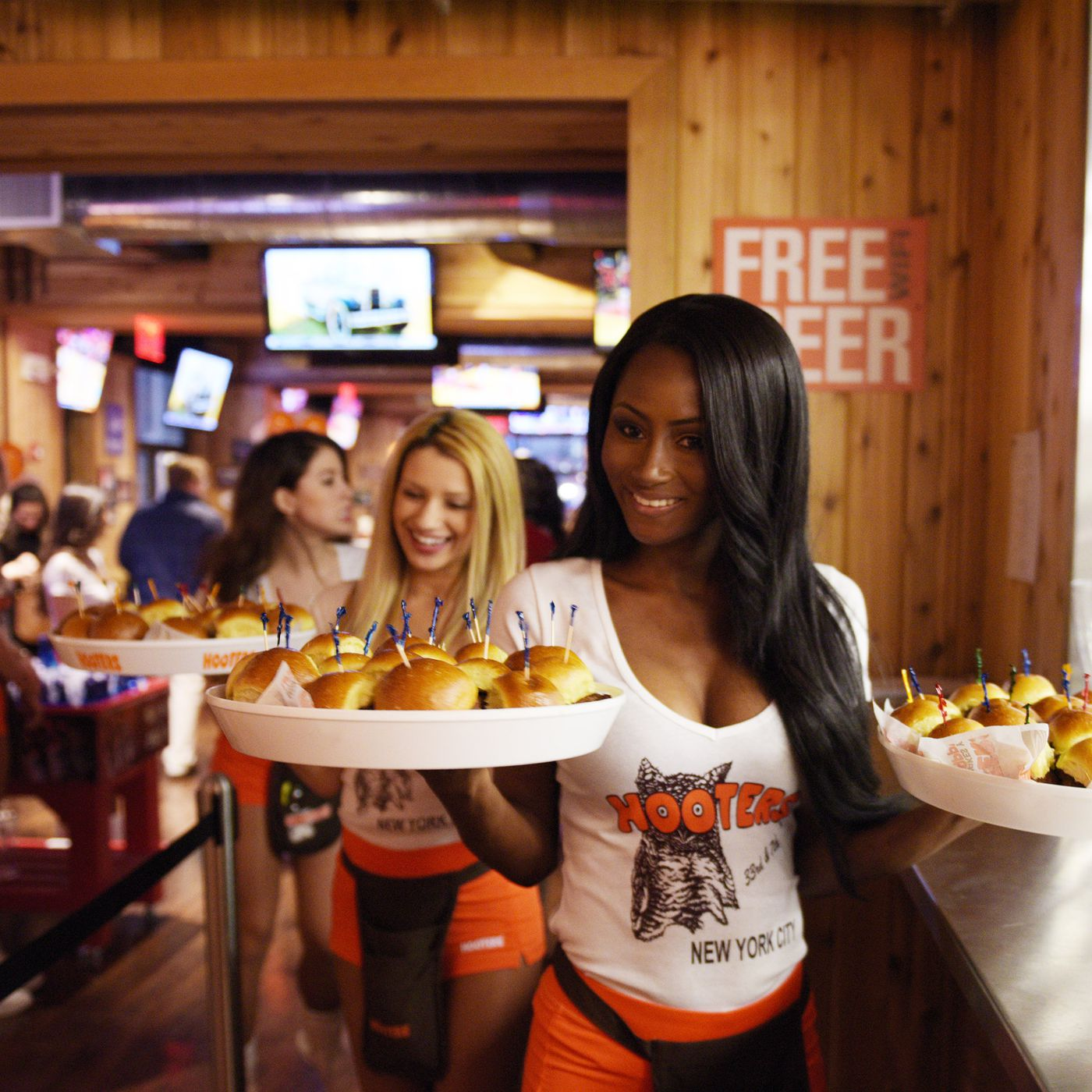 Hooters Is Closing Restaurants Is Its Offensive Uniform To Blame Vox