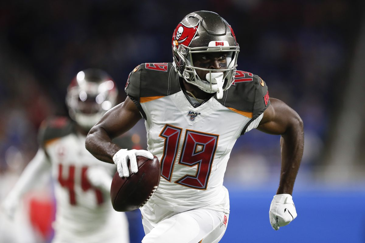 Tampa Bay Buccaneers wide receiver Breshad Perriman runs after a catch for his second touchdown during the second quarter against the Detroit Lions at Ford Field.