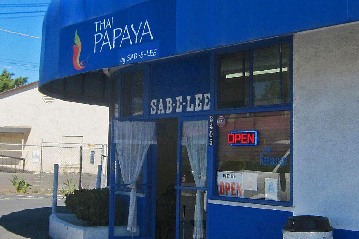 Storefront of Thai Papaya restaurant