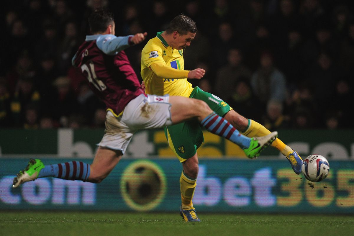 Leeds United have signed Steve Morison from Norwich City whilst Luciano Becchio goes the other way.