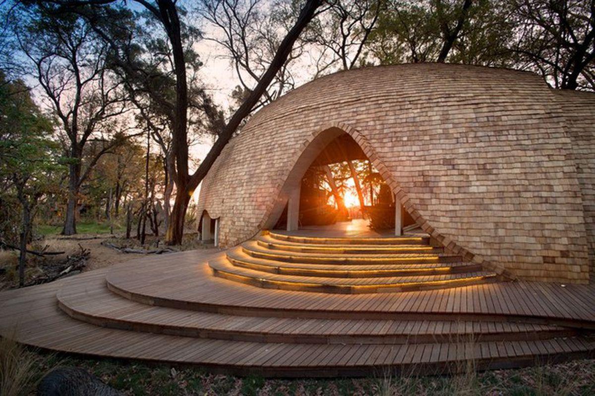 "All photos by Dook via <a href=""http://www.designboom.com/architecture/sandibe-okavango-safari-lodge-nick-plewman-architects-botswana-06-02-2015/"">Designboom</a>"