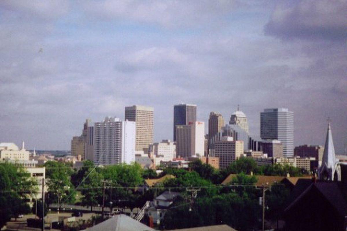 "via <a href=""http://s3.amazonaws.com/acoboxcom/img/2/45/Downtown_Oklahoma_City_2005.jpg"">s3.amazonaws.com</a>"