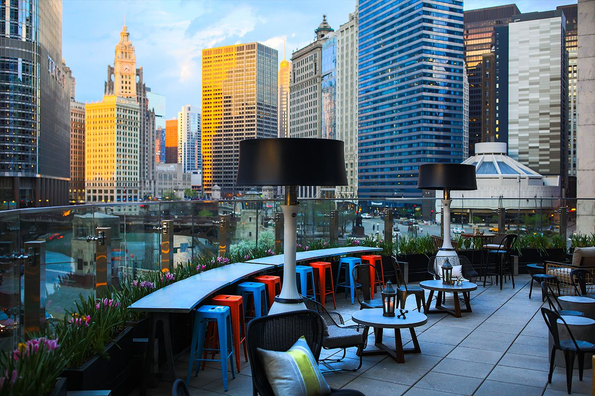 An open rooftop bar on the Chicago River.