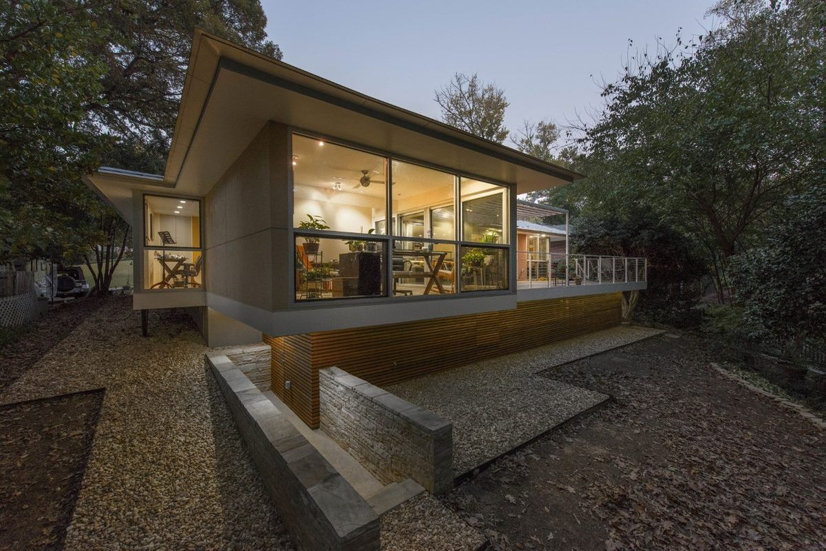 [Ranch home turned modern oasis by Robert M. Cain, FAIA. All images courtesy MA.]