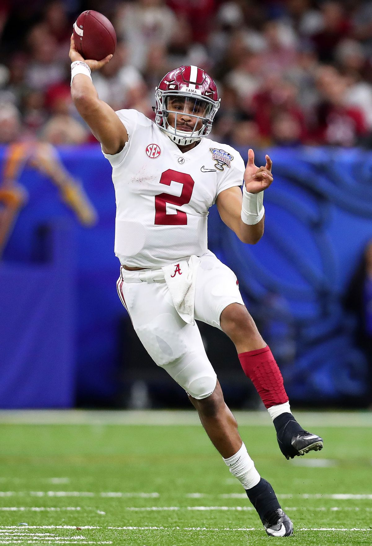 Jalen Hurts throwing the ball