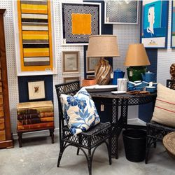 """Next, walk west to <a href=""""http://themartcollective.com/"""">The Mart Collective</a> (1600 Lincoln Blvd), <a href=""""http://la.racked.com/archives/2013/10/03/where_blogger_geri_hirsch_finds_vintage_home_goods_in_venice.php"""">bloggerpreneur</a>-beloved treasure"""