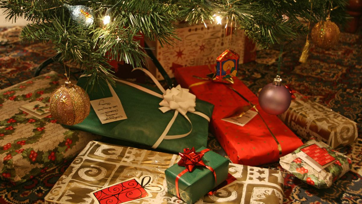 our economist dad thinks christmas presents are a waste of money we give them anyway - Christmas Presents