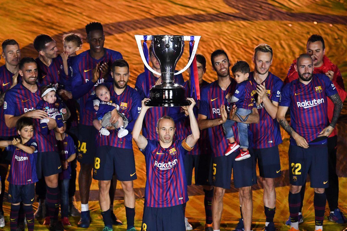 Iniesta levanta la Liga 2017-2018