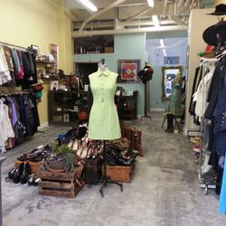 """<b><a href=""""http://buttonsandbowsla.com/""""target=""""_blank"""">Buttons & Bows</a></b></br> <b>Address</b>: 548 S Spring Street #112</br> <b>Selling options</b>: Consignment only</br> <b>What you can sell</b>: Authentic designer name brands and classic vintag"""