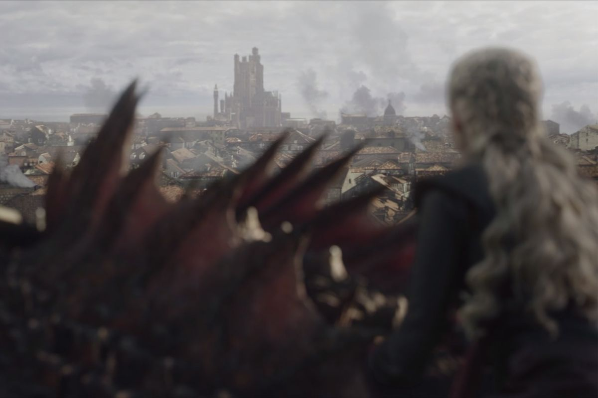 Game of Thrones season 8 episode 5 - Daenerys on Drogon's back looking toward the Red Keep